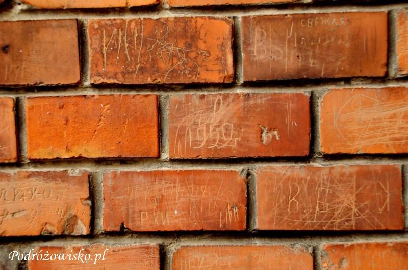 Fot. Różne napisy wydrapane przez Sowietów na murach cerkwi św. Klimenta