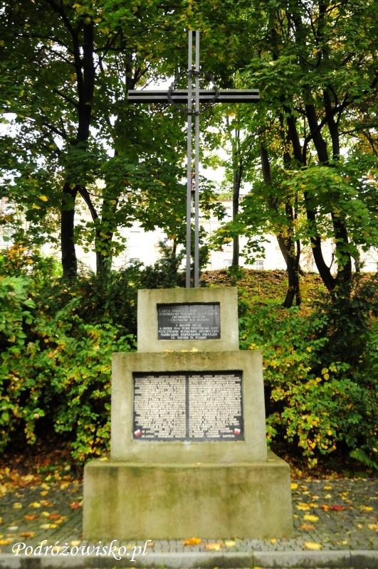 fot. Krzyż upamiętniający zbrodnię