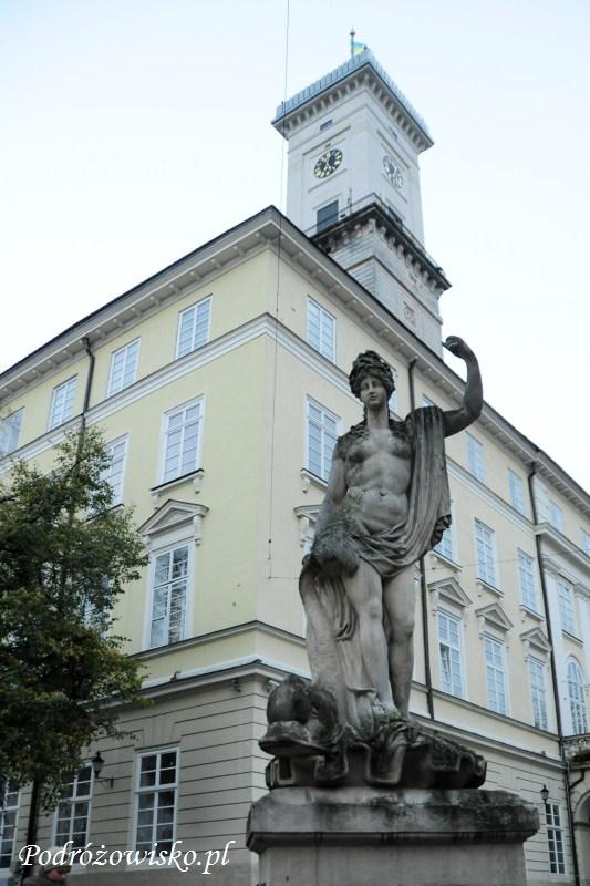 fot. Figura bogini Amfitryty w zachodniej pierzei rynku