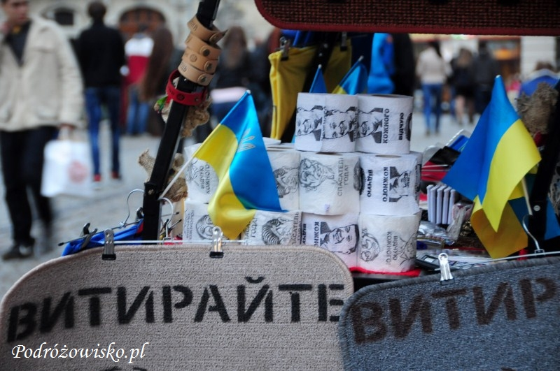 """fot. Pamiątki z Ukrainy - papier toaletowy z wizerunkami """"ulubionych"""" postaci"""