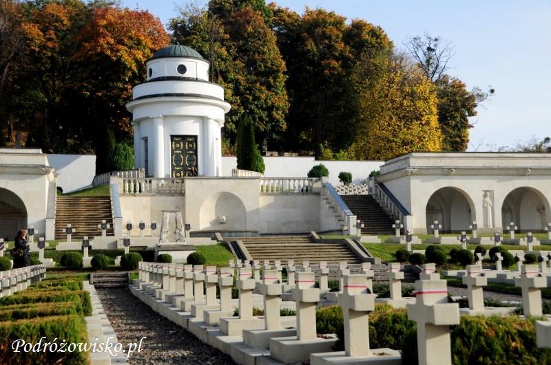 fot. Cmentarz Orląt Lwowskich, widoczna Kaplica Obrońców Lwowa