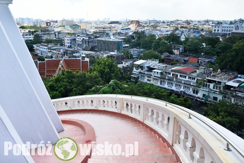 4f1736bf752a3 Świątynia Wat Saket to jedna z najstarszych budowli tego typu w Bangkoku.  Pochodzi jeszcze z czasów królestwa Ayutthaya – pierwotnie nazywana była  Wat ...