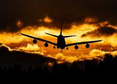Jak przetrwać długi lot? 13 sposobów