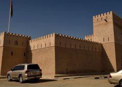 Oman: Co zobaczyć w Sur? Forty, forty, forty… i papugi!